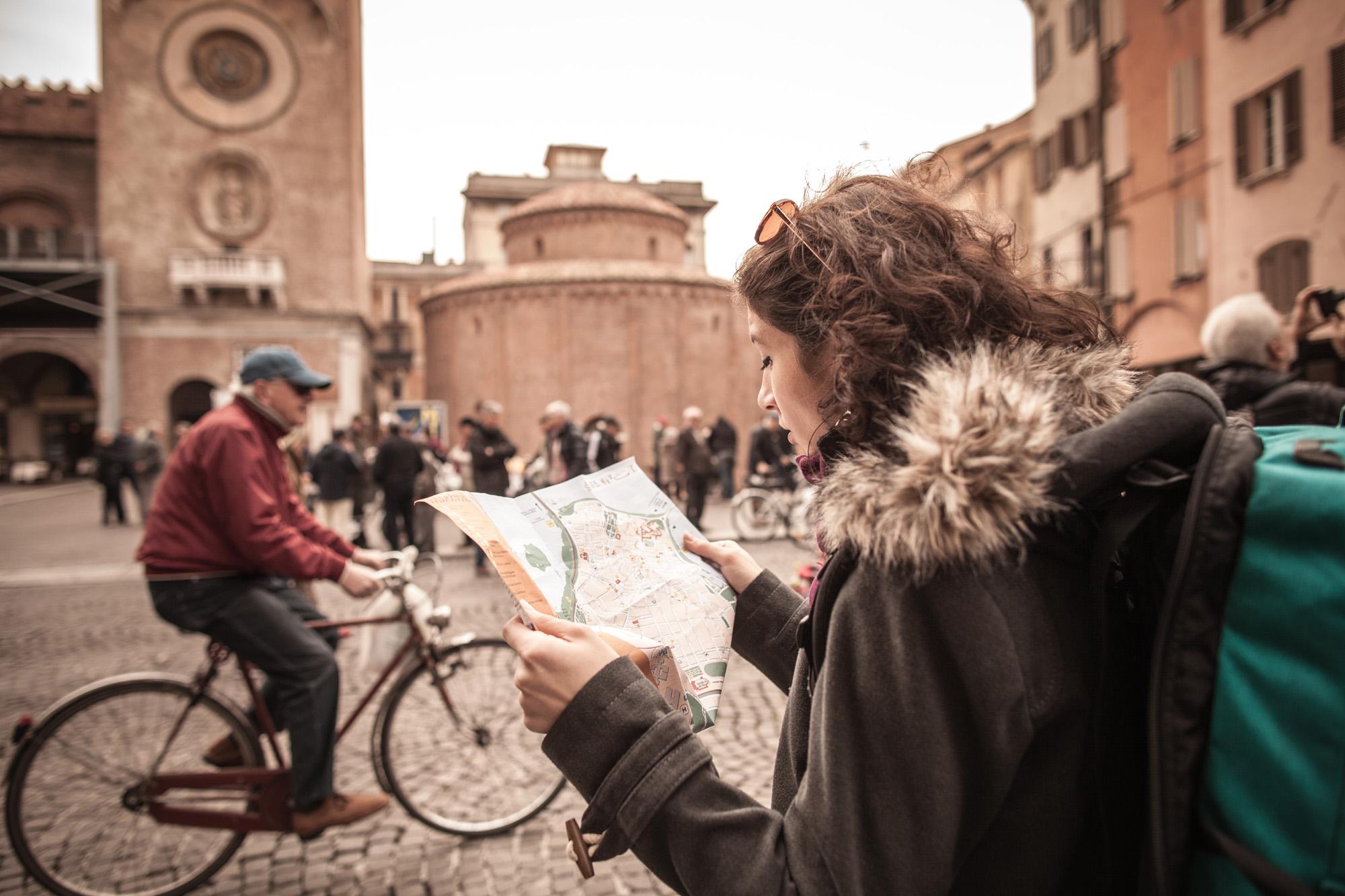 Piazza Erbe_bici e cartina_Foto Comune